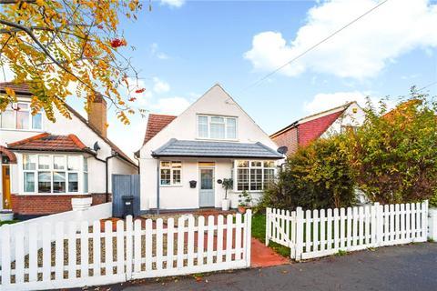 4 bedroom detached house for sale - Carrington Avenue, Hounslow, TW3