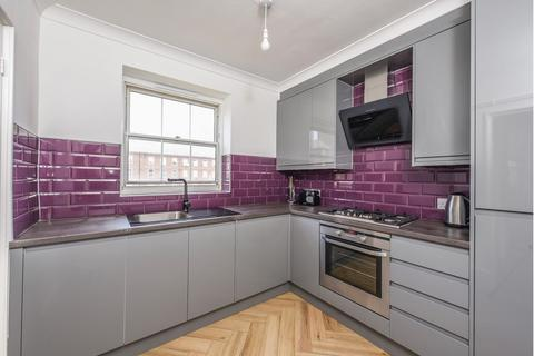 2 bedroom flat for sale - Clapham Common South Side, London