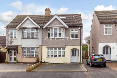 4 bedroom semi-detached house for sale - Minster Way, Hornchurch