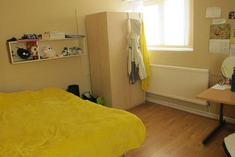 3 bedroom flat to rent - St Michaels Court, Wood Road