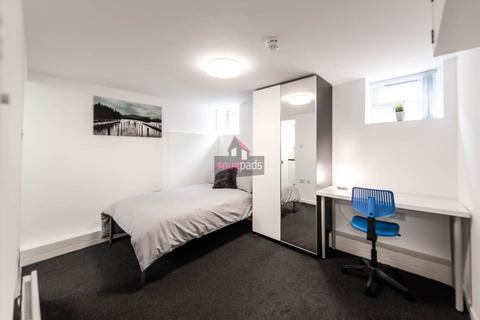 Studio to rent - Gildabrook Road, Salford,