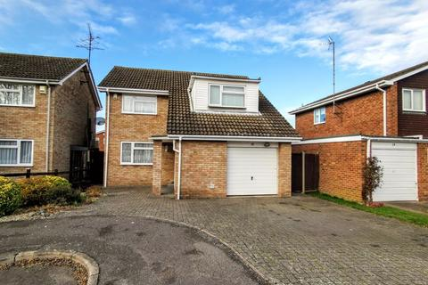 3 bedroom detached house for sale - Oulton Close, Aylesbury