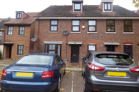 3 bedroom terraced house for sale - Stanley Road, Hounslow