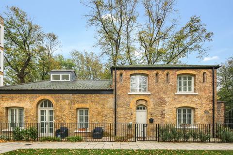 2 bedroom detached house for sale - St. Clements Avenue, London, E3
