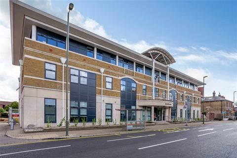 1 bedroom flat - London Road, Staines-upon-Thames, Middlesex, TW18