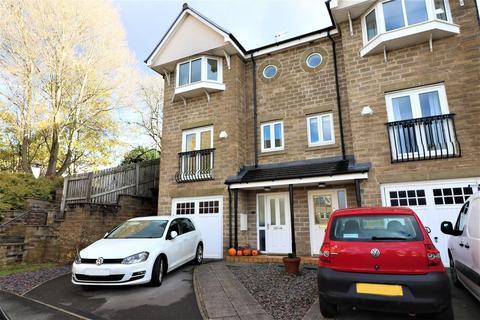 4 bedroom townhouse - Pennythorne Drive, Yeadon, Leeds