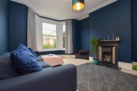 3 bedroom terraced house - Emmanuel Road, Hastings