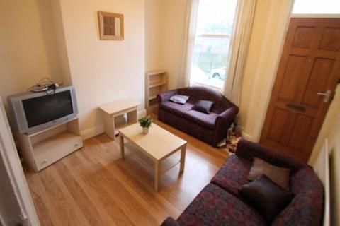 4 bedroom terraced house to rent - Harold Terrace, Hyde Park, Leeds, LS6 1LD