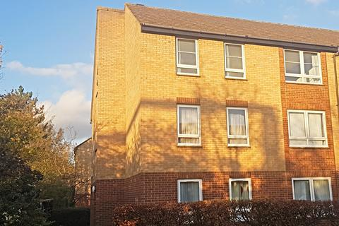 2 bedroom flat - William Smith Close, Cambridge, Cambridgeshire, CB1