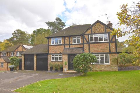 4 bedroom detached house for sale - Chatsworth Heights, Camberley, Surrey, GU15