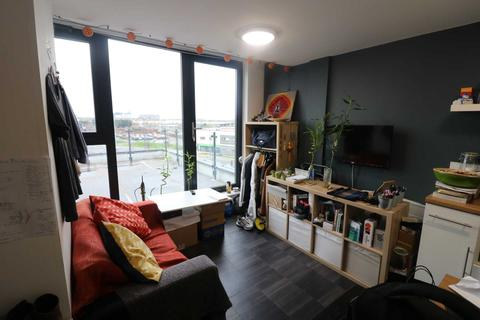 Studio to rent - ROOF TERRACE St Cyprians Edge Lane, Edge Hill