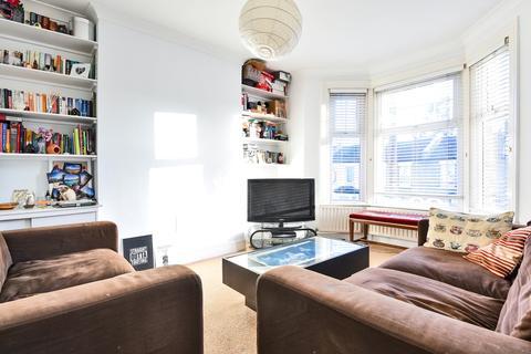 3 bedroom maisonette - Trevelyan Road Tooting SW17