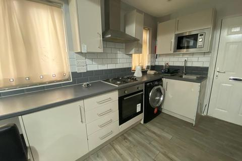 1 bedroom flat to rent - High Road Leytonstone, London, E11