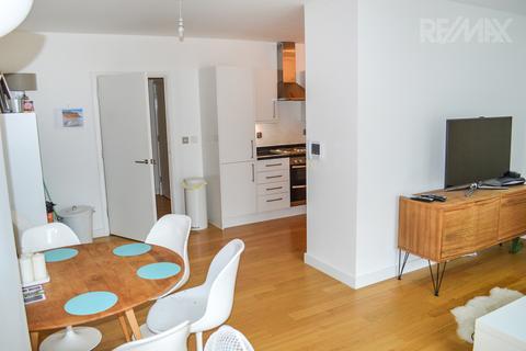 2 bedroom flat to rent - Greenbanks Close, Lewisham, London, SE13