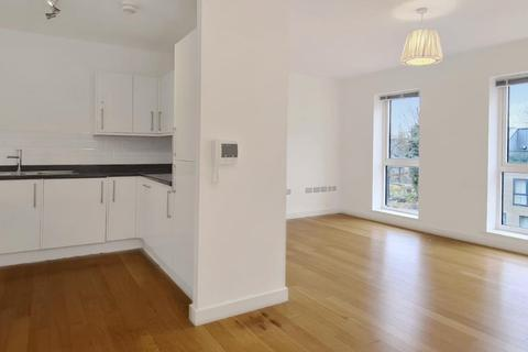 2 bedroom flat - Greenbanks Close, Lewisham, London, SE13