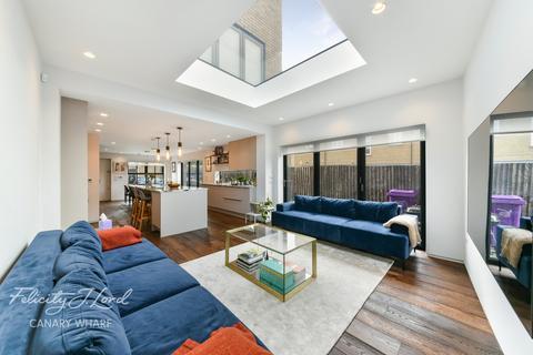 3 bedroom semi-detached house for sale - Milligan Street, E14