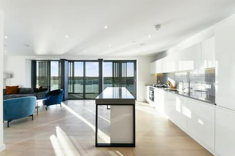 3 bedroom apartment to rent - Marco Polo Tower, Royal Wharf, London, E16