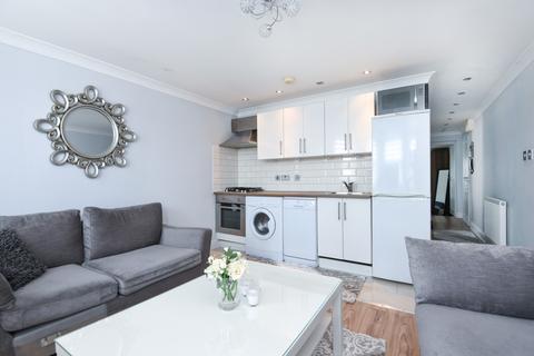 2 bedroom flat - Faversham Road Catford SE6