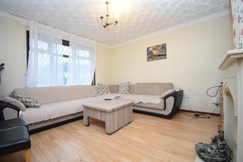 3 bedroom semi-detached house - Aylestone Drive, Aylestone, Leicester