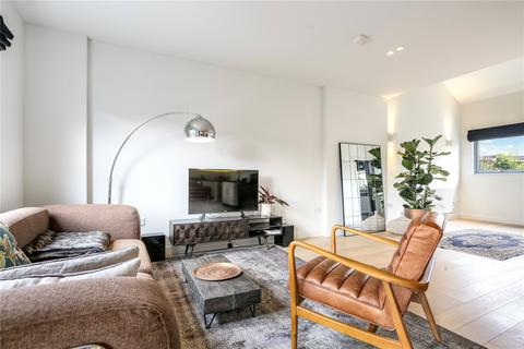 2 bedroom flat for sale - Beagle House, 1A Dragonfly Close, London, E13