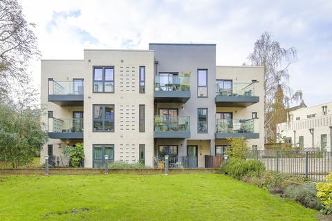 1 bedroom flat for sale - Bishops Road, Brickfield Court, London