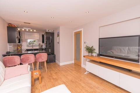2 bedroom flat for sale - 55/5 Orchard Brae Gardens, Stockbridge, Edinburgh EH4 2UQ