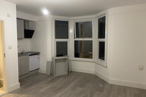 Studio to rent - Napier Road, Seven Sisters N17