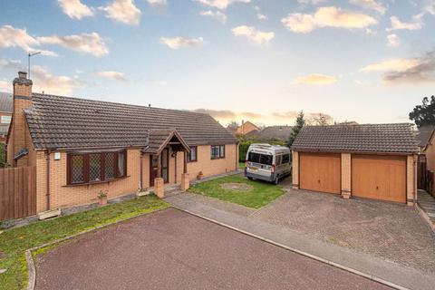 3 bedroom bungalow for sale - Doulton Close, Desborough