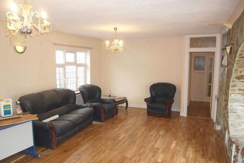 3 bedroom house share to rent - Byng Drive, Potters Bar, Herts, Hertfordshire EN6