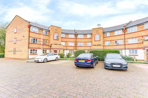 2 bedroom ground floor flat for sale - Whitworth Crescent, Enfield