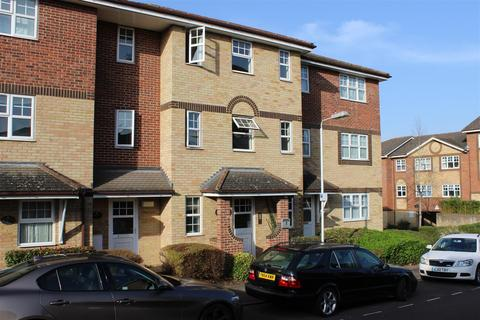 2 bedroom flat to rent - Bishops Court, Kings Chase, Luton