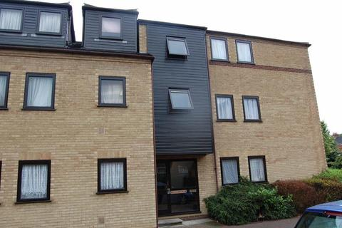 Studio to rent - Gadsby Court, South Luton, Luton