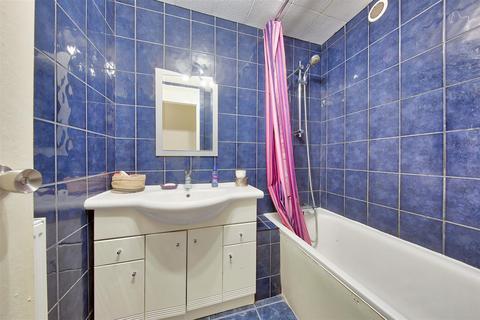 2 bedroom flat to rent - Turpin House, Strasburg Road, London