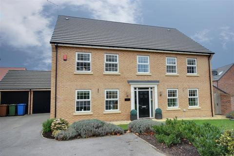 5 bedroom detached house for sale - Larch Close, Beverley