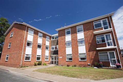 2 bedroom flat to rent - Valerie Court, Bath Road, Reading