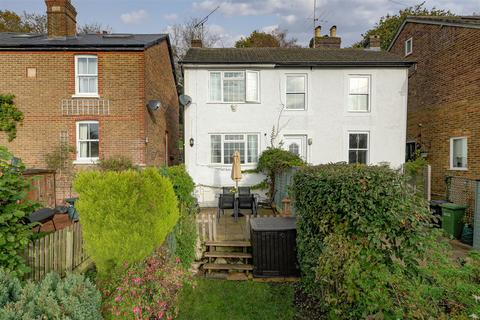 2 bedroom house for sale - Kings Avenue, Redhill