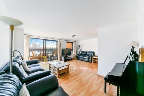 2 bedroom flat - The Highway, London, E1W