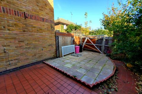 3 bedroom terraced house to rent - Mills Grove, Poplar, London, E14
