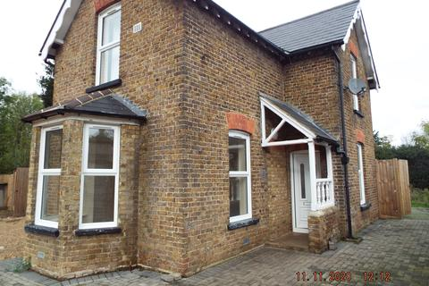 3 bedroom cottage to rent - Park Rd, Stanwell TW19