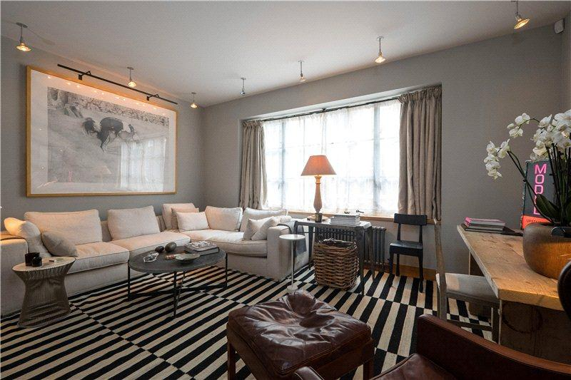 2 Bedrooms Flat for sale in Great Windmill Street, Soho, London