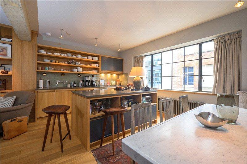 2 Bedrooms Flat for sale in Great Windmill Street, Soho, London
