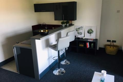 1 bedroom flat - F5: 122 Eaton Crescent: Student only