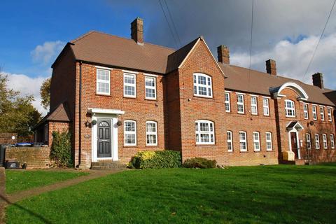 2 bedroom flat for sale - Hedgerley Lane, Beaconsfield, HP9