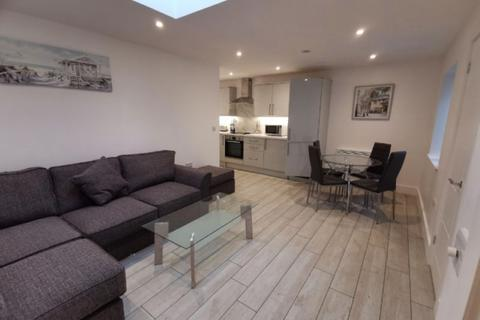 1 bedroom apartment to rent - Apartment 3, 33 The Kingsway Swansea