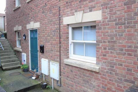 2 bedroom ground floor flat - Chapel Court, George Street