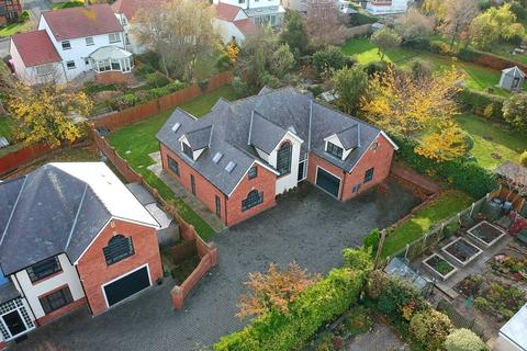 4 bedroom detached house for sale - Vicarage Avenue, Llandudno