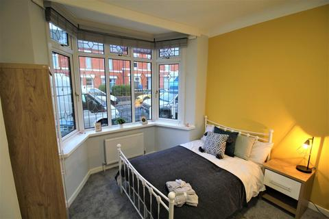 1 bedroom house share - Room 1, Sir Thomas Whites Road, Moving in Jan? Get your first months rent HALF PRICE*
