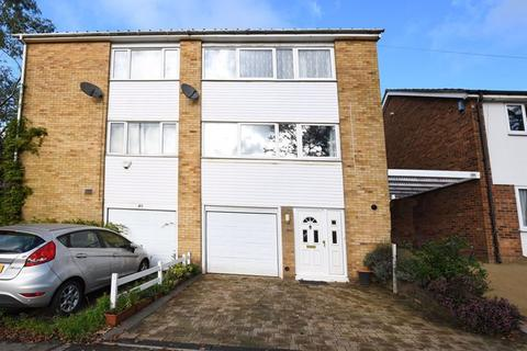 3 bedroom semi-detached house - Sandling Lane, Maidstone ME14
