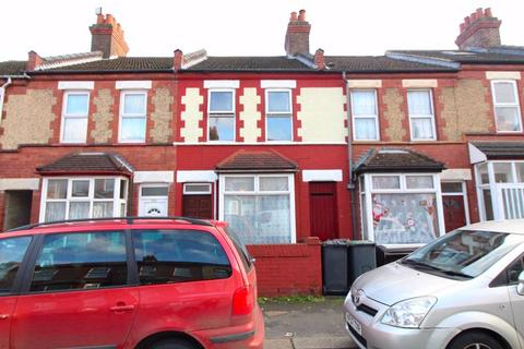 2 bedroom terraced house for sale - CHAIN FREE on Spencer Road, Luton
