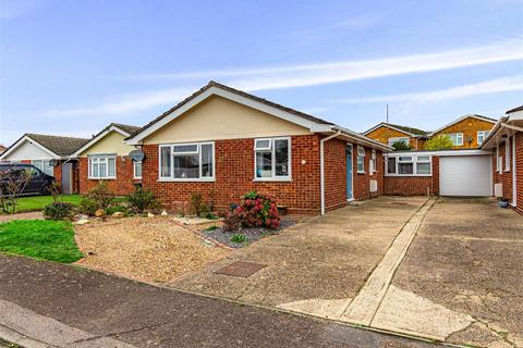 2 bedroom detached bungalow for sale - Poplar Grove, Burnham-On-Crouch